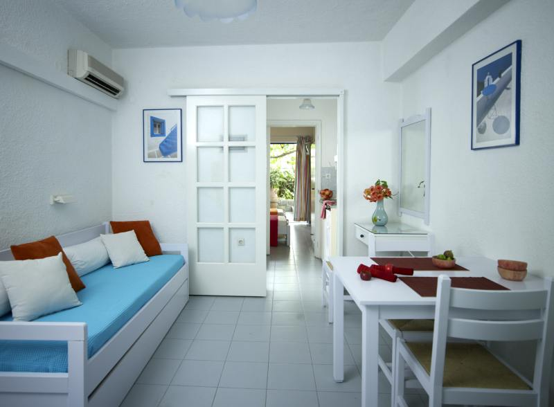 Poros: Ninetta's Studios & Apartments
