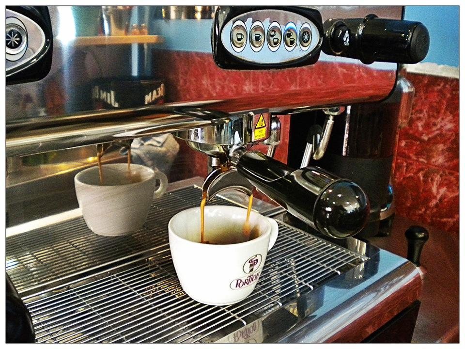 ΠΕΙΡΑΙΑΣ: FITS COFFEE AND MORE