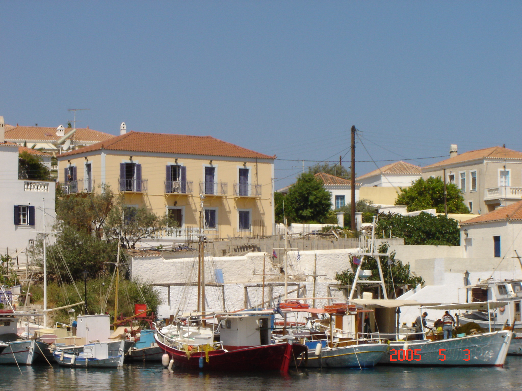 ΣΠΕΤΣΕΣ: OLD HARBOUR APPARTMENTS