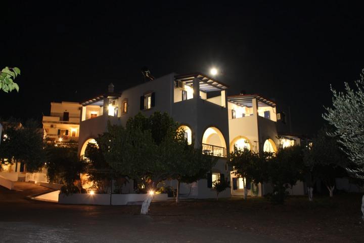 KYTHIRA: LYRISTIS MICHALIS & LYRISTI ELENI